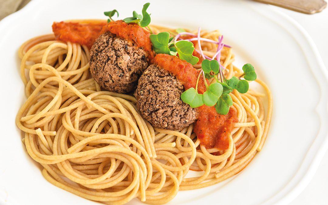 Almôndegas de feijão com spaghettini integral